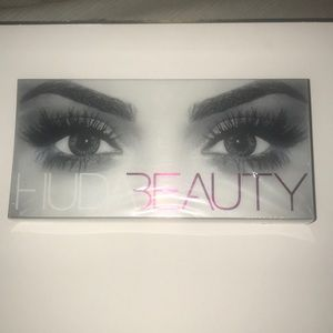 Huda Beauty Scarlett #8 eyelashes